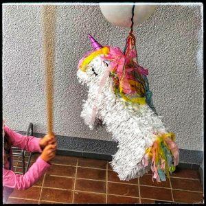 Kindergeburtstag Elfen Einhorn Einhörner Kinderparty Mottoparty Motto Geburstag Geburtstagsfeier Geburtstagskuchen Partyspiele Einhornpinata
