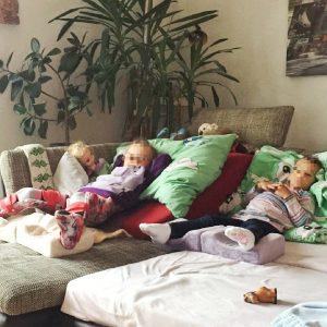 Familie,Spreizliegeschale, Hüfte, Operation, Hüftoperation, Kind, Geburtstag, Hüftluxation, Hüftdysplasie, liegen